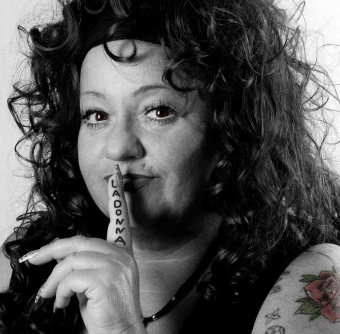 Und galerie tattoos piercings Yvis Ink